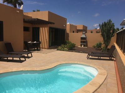 Photo for Charming villa with private garden and pool in Corralejo. Free WIFI