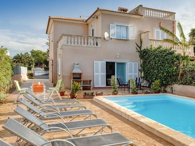 Photo for Holiday home with pool near the beach – Casa Linda