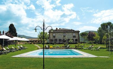 Photo for Villa in Pieve A Presciano with 9 bedrooms sleeps 18