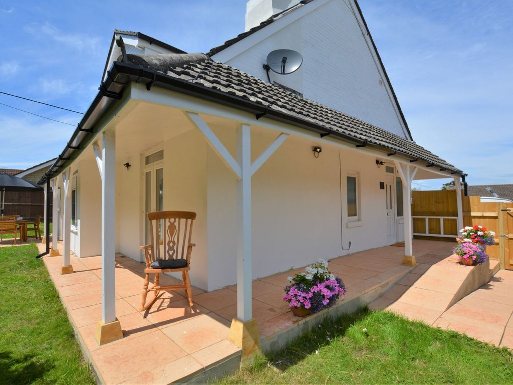 3 bedroom house in lulworth 49005 homeaway dorchester for Homes with verandahs all around