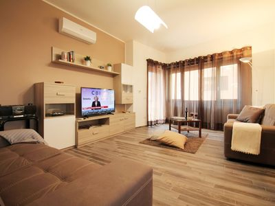 Bright and Spacious 3 Bedroom Eur APT