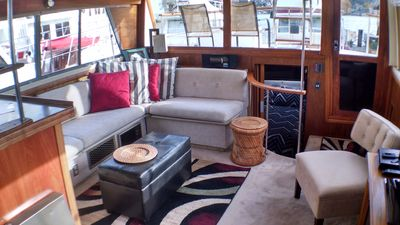 Beautiful Comfortable Houseboat On Lake Union With Great Views Seattle