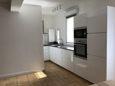 Photo for Beautiful apartment entirely new heart of town close to beaches and amenities
