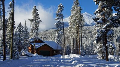 Perched at an altitude of 10,000 feet, get the true mountain experience.