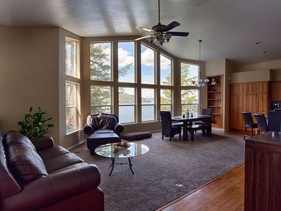 Gorgeous 4 Bedroom Lake Front Home on Coeur d Alene Lake!!! Stunning Views!
