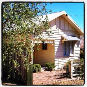 Photo for 2BR Cottage Vacation Rental in Daylesford, VIC