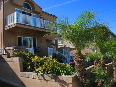FOOTSTEPS FROM THE BEACH, PERFECT HOLIDAY VACATION HOME