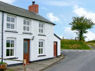 Photo for PLYNLIMON VIEW, pet friendly in Devil's Bridge, Ref 12335