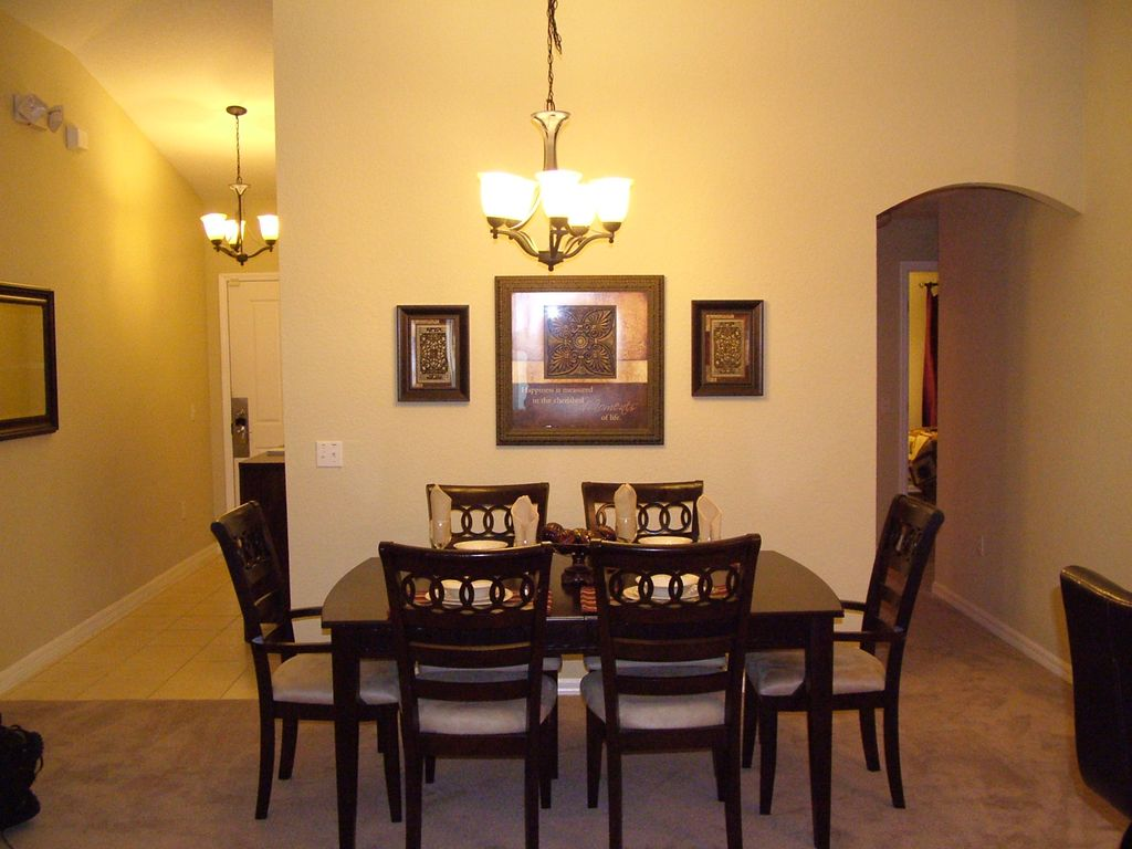 Beautiful Luxury 5 bedroom, minutes from Disney, WiFi (rates include all taxes)