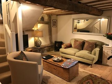 Stay in a 15th Century Barn, 20 Mins from Stratford on Avon and in the Cotswolds
