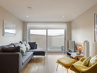 Photo for Stylish 2 bed/ 2 bath flat in Denmark Hill