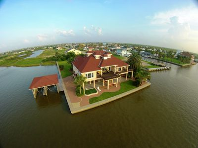 Come enjoy your secluded waterfront paradise!