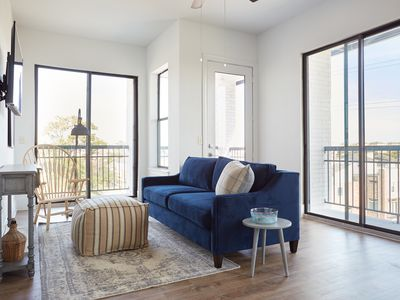 Photo for Sonder | The Hampstead | Lively 1BR + Balcony