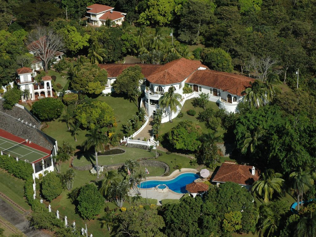 Site officiel de El Castillo de Esparza Villa Luxury Resort, sur l'océan Pacifique