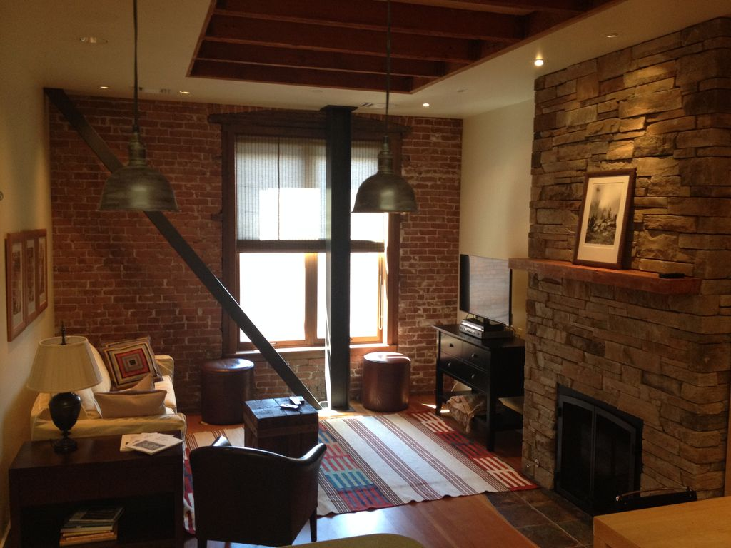 Loft Style Apartment Located In The Heart Of Downtown