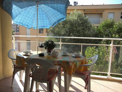 Photo for Modern two bedroom apartment  - sleeps 4/5.   Close To Beach And Town Centre