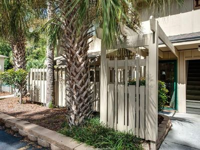 Great Condo For Your Family! Close 5 minute walk to the Beach