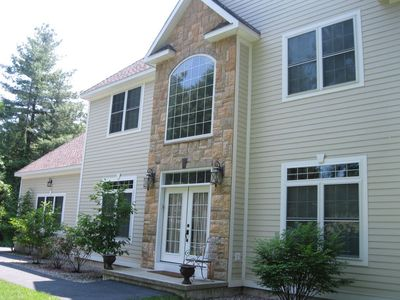 Spacious 4BR home with heated pool located between Saratoga and Lake George!