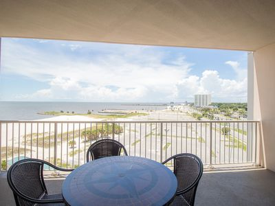 Comfortable Suite w/ WiFi, Balcony, Resort Pool & Fitness Center Access