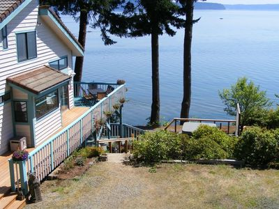Nature's Paradise Hood Canal 5 b/r sleeps 12 Waterfront Home  w/ Fantastic Views