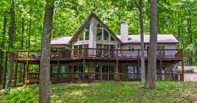 Centrally located lake access chalet with dock slip and scenic views!