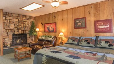 "Photo for Shadow Mountain Lodge & Cabins - ""Lodge 110"" - Mountain Suite with Fireplace & Kitchen"