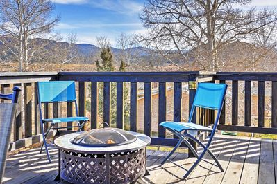 Featuring a mountain view deck, this home promises a refreshing  mountain escape