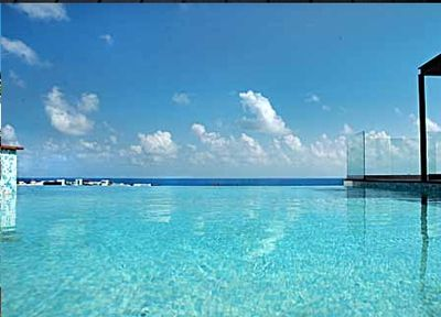 Infinity Pool view to the sea