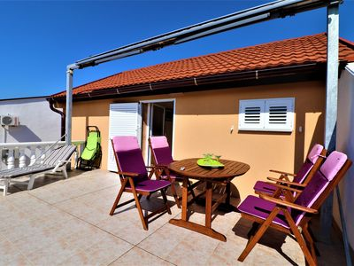 Photo for Ideal for 4 persons   air conditioning, WiFi, satellite tv, BBQ