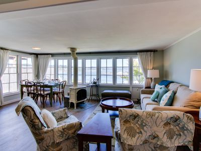 Beach house with panoramic bay views, walk to bayfront dining & attractions