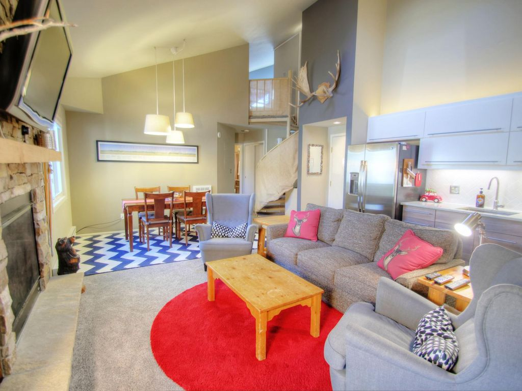 Chic And Modern 2 Bedroom Overlooking The P