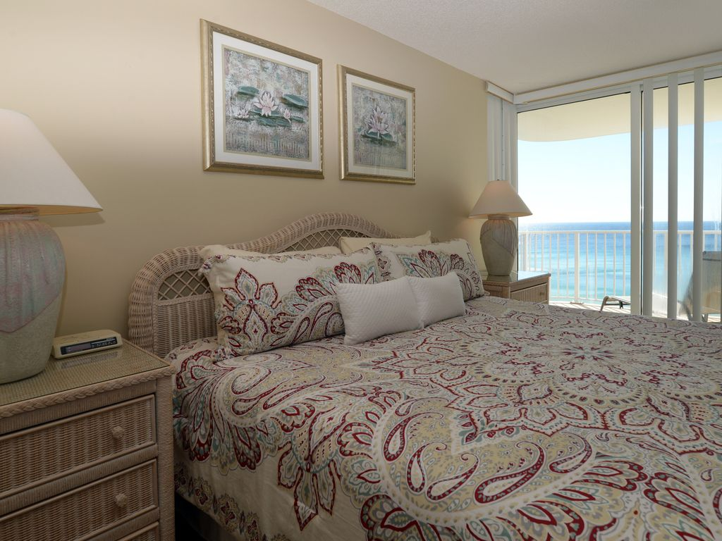 Long Beach 3 Bedroom Condo Overlooking Lagoon Pool Complimentary Beach Chairs Panama City