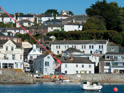 Photo for Lovely little harbourside cottage