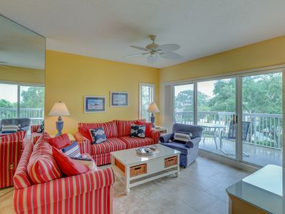 Photo for Dog-friendly condo with shared pool and hot tub features easy beach access!