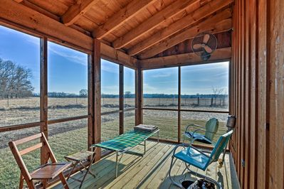 Nestled on a spacious acre, this home for 8 boasts a porch & outdoor shower.