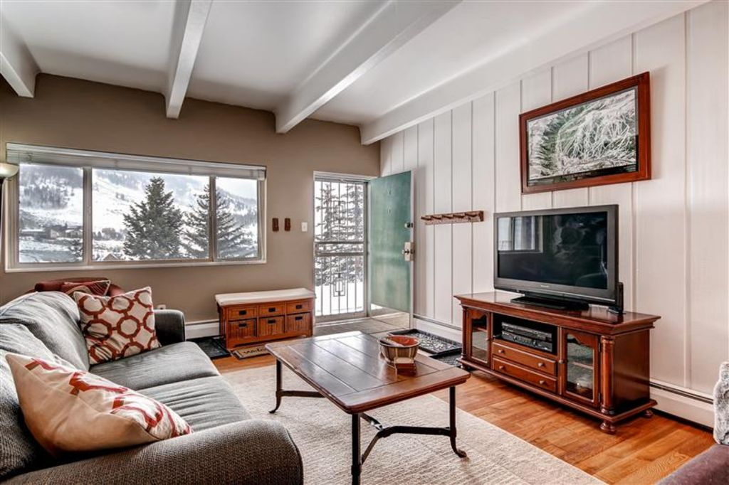 Property Image#5 Exceptional 3BR Dillon Condo W/Views Of The Lake!