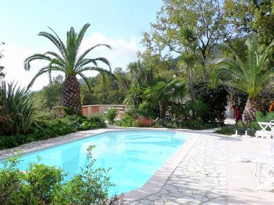 Photo for Provencal villa with pool, tenniscourt and stunning views