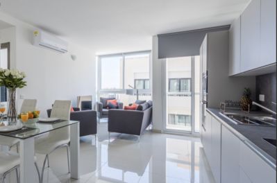 IN THE HEART OF SAINT JULIAN'S WITH VIEWS OF SPINOLA BAY - SPACIOUS 3BR  FLAT! - Paceville