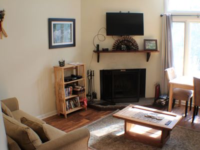 Photo for Cozy  Condo 2 minute walk to mountain inn/activities. Dog friendly