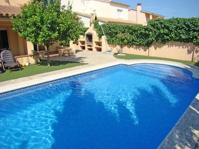 Photo for HOUSE WITH POOL IN VERY QUIET AREA 600 m FROM THE BEACH.
