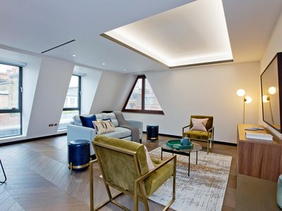 Photo for Luxury 2 bed and bath Golden Square by Piccadilly