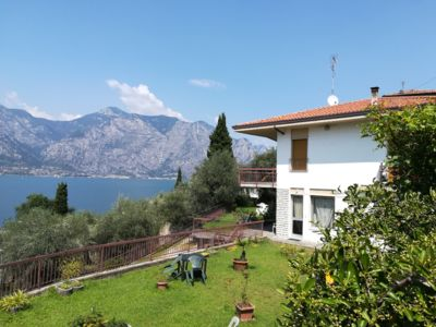 Photo for Apartment with spectacular lake view, large garden, 30m. from the beach