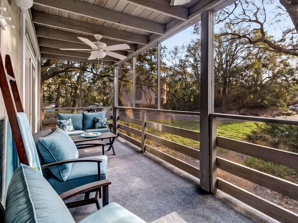 Gorgeous Views from this Large Screened In