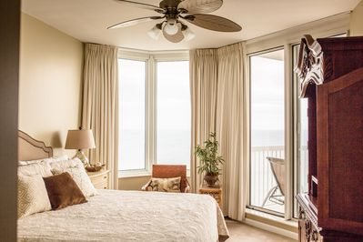 Master Suite, King size bed sliding door to the deck