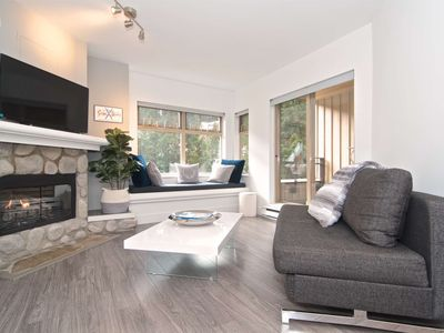 Photo for 100 meters from the Creekside Gondola. Newly remodeled, modern decor, swimming pool, free parking