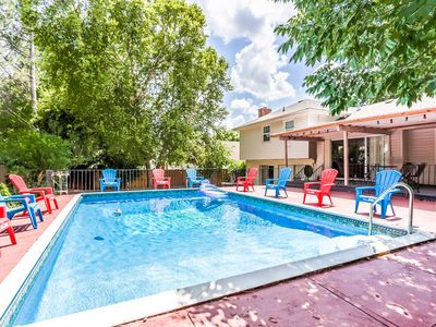 Heated pool All season Private Spacious house King bed