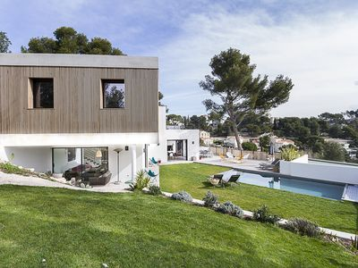 Photo for Large contemporary house, beach walk by a car-free pedestrian path
