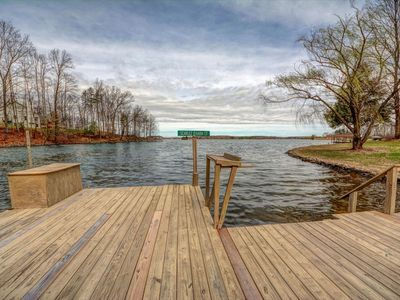 Photo for Gone with the Wind Getaway-Large level lot with an easy walk into the water and expansive views of Lake Anna.