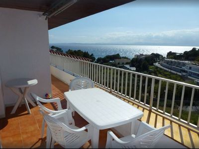 Photo for Apartment near the beach, splendid sea view, clime, WiFi, parking