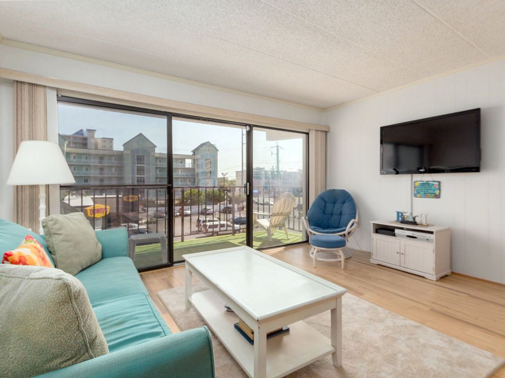 Nicely Decorated One Bedroom 1 5 Bath Condo On The Oceanblock At The Shore Lea Midtown Ocean City